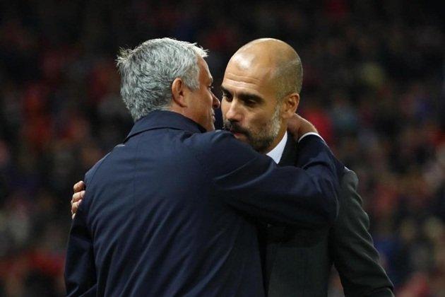 "NÓNG: Man Utd ""dằn mặt"" Man City trước thềm Derby"