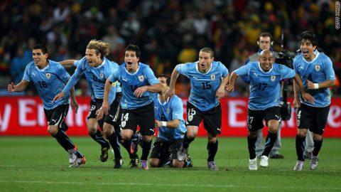 Người hùng đưa Uruguay vào bán kết W.C 2010 lập siêu kỷ lục Guinness về điều không tưởng này?