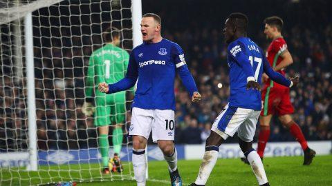 """""""Ông già"""" Rooney lại chói sáng thần thánh, Everton bắn hạ thiên nga, tiếp đà hồi sinh mạnh mẽ"""