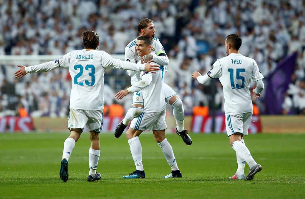 CHÙM ẢNH: Lập siêu phẩm hạ Dortmund, Ronaldo chinh phục thêm 2 siêu kỷ lục ngay trước thềm trao giải QBV