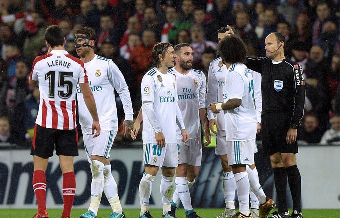 Ramos bị đuổi, Ronaldo tịt ngòi, Real lỡ cơ hội thu hẹp khoảng cách với Barca
