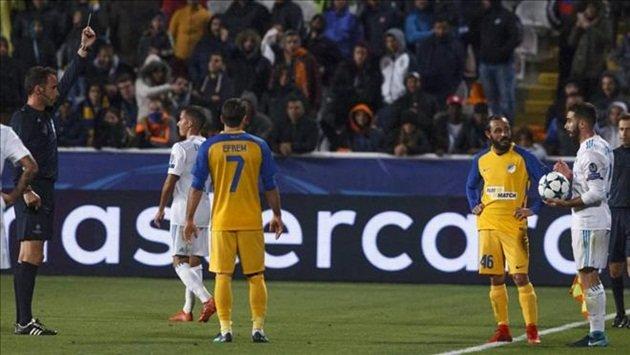 Tẩy thẻ lộ liễu theo kiểu Văn Hậu, sao bự Real chính thức bị treo giò thêm 1 trận, lỡ lượt đi vòng 1/8 Champions League