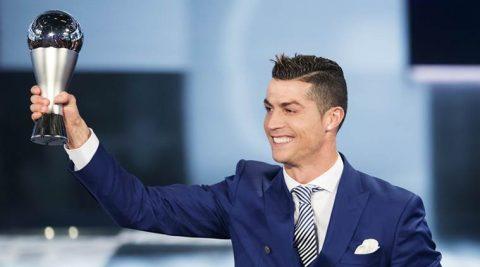 Sau QBV, Ronaldo lại nhận thêm giải thưởng cao quý năm 2017 khiến cả thế giới ngả mũ thán phục