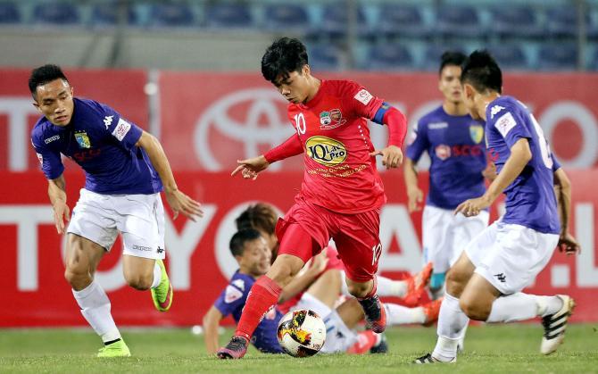 """Liên tục bị NHM nước nhà """"ném đá"""", nhưng V-League lại bất ngờ được báo Thái ca ngợi hết lời"""