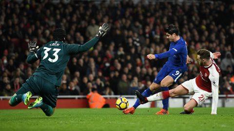 """CẬN CẢNH """"chân gỗ"""" Morata sút bay 3 điểm của Chelsea sau 3 tình huống bỏ lỡ khó tin"""