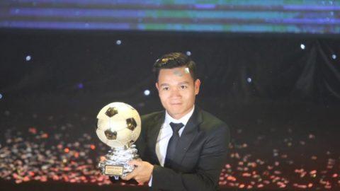 Đánh bại Anh Đức, Đinh Thanh Trung xuất sắc giành Quả bóng vàng Việt Nam 2017