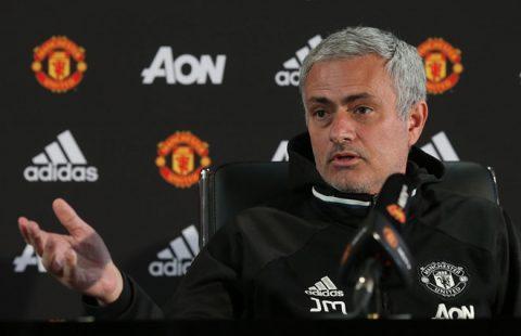 Trước thông tin ông không hạnh phúc và muốn rời MU cuối mùa này, Mourinho bất ngờ ám chỉ Conte và Klopp như lũ hề