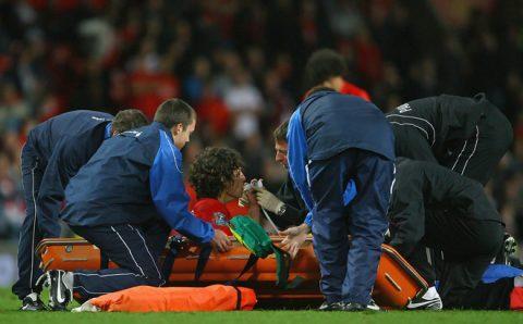 'Bom tấn' Possebon của Công Vinh: Đằng sau bi kịch là trận đấu để đời tại Old Trafford