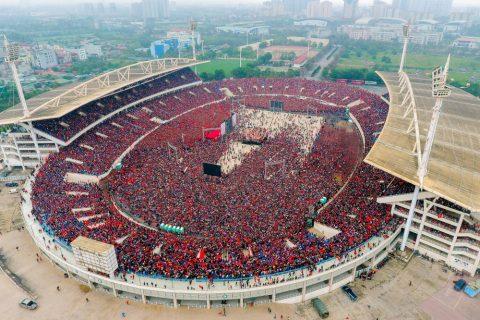 Cổ động viên Việt Nam khiến cộng đồng yêu bóng đá thế giới ngả mũ thán phục