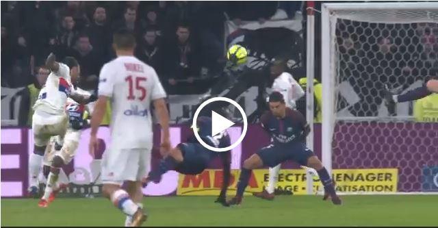 CLIP: Cựu sao MU vẽ siêu phẩm phút 90+5 giúp Lyon hạ gục gã khổng lồ PSG
