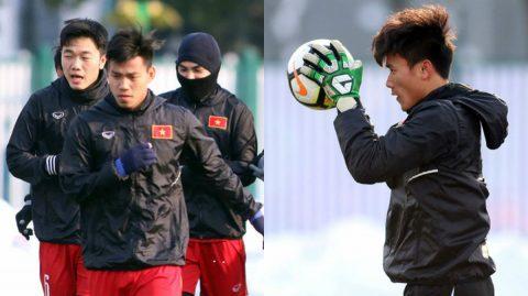 CHÙM ẢNH: Tuyết tan, U23 Việt Nam hò nhau ra sân tập trước trận chiến quan trọng nhất cuộc đời