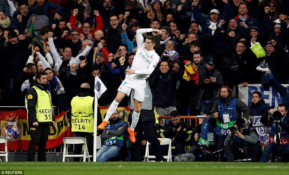Ronaldo rực sáng với cú đúp, Real ngược dòng nhấn chìm PSG tại thánh địa Bernabeu
