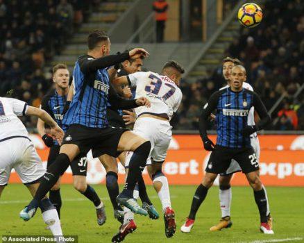 Hòa Crotone, Inter Milan tròn 2 tháng không thắng