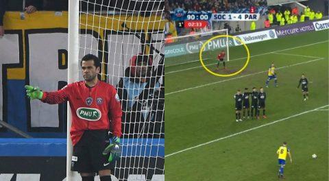 Thủ môn PSG bị đuổi, Dani Alves lập tức xỏ găng vào bắt gôn và cái kết không thể tin nổi