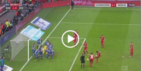 Sai lầm khó tin, thủ môn Bundesliga gây ra hỗn loạn như game FIFA ở cú phạt gián tiếp