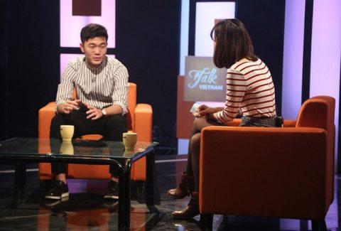 """Soái ca Xuân Trường """"bắn"""" tiếng Anh suốt 1 tiếng trên Talkshow VTV, khiến fan phục sát đất"""