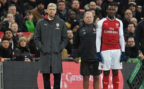 """Nổi cáu với trọng tài, Giáo sư Wenger bị """"tặng"""" một câu đau thấu ruột gan"""