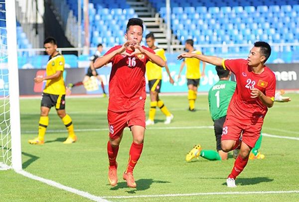 Muốn tặng quà Valentine giản dị mà ý nghĩa, học ngay cách của cựu tiền đạo U23 Việt Nam