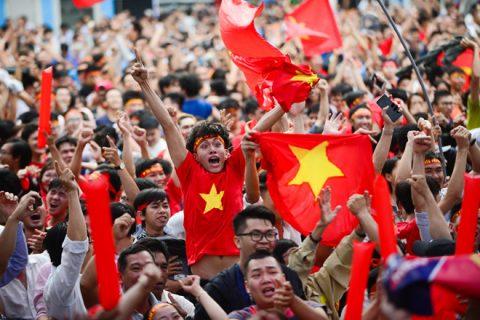 Người hâm mộ TP.HCM háo hức chờ đợi lễ đón hoành tráng U23 Việt Nam