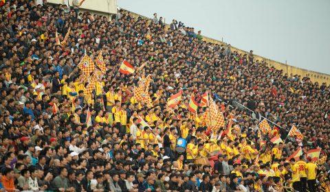 Sốc nặng khi chứng kiến 22.000 người đến sân ngày Nam Định trở lại V.League sau 8 năm