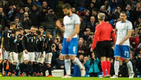"""""""Chấp luôn"""" Messi, Argentina vẫn dễ dàng nghiền nát Italia"""