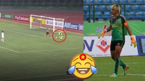 """Thủ môn Campuchia mắc sai lầm nghiệp dư hơn cả Phí Minh Long, còn """"hồn nhiên"""" dâng bóng tận tay cho đối thủ và cái kết"""