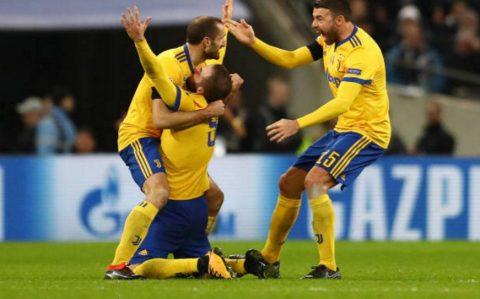 CHÙM ẢNH: Higuain không thể đứng vững sau khi cứu thành công Juventus