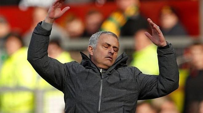 TIẾT LỘ SỐC: Mourinho đã mua phải kẻ giả tạo nhất làng bóng đá thế giới, bị cả đội bóng cũ xa lánh?