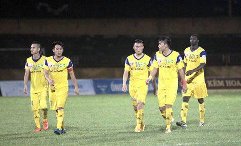 """Phan Văn Đức """"vồ hụt"""" bàn thắng, SLNA nhận thất bại cay đắng ngay trên sân nhà"""