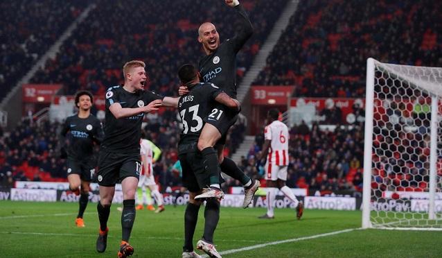 Đẳng cấp siêu sao lên tiếng, Man City vượt ải Stoke tiến sát ngôi vương