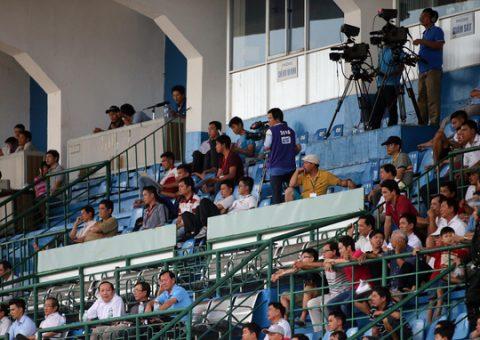 Chuyện buồn của bóng đá VN: Bản quyền V-League không thể bán được