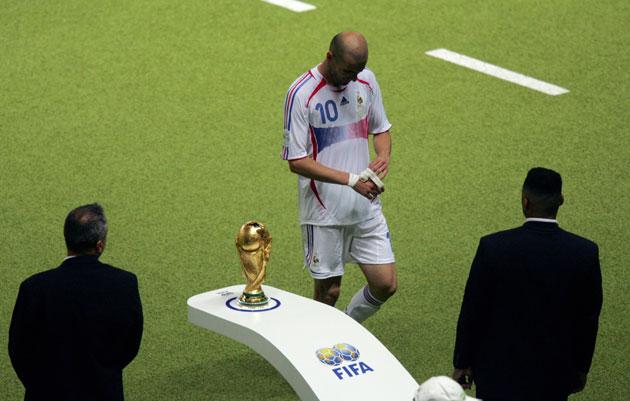 """Số phận của các nhà vô địch World Cup từ năm 1998: Người duy trì vinh quang, kẻ """"thay máu"""" hàng loạt"""