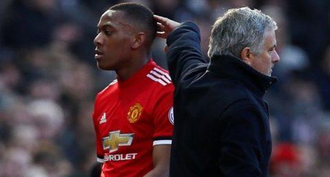 Sóng ngầm MU đã nổi: Mourinho bị dàn sao triệu đô âm thầm đá bay khỏi Old Trafford