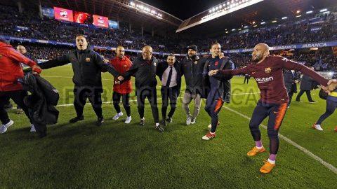 CHÙM ẢNH: Barcelona rạng rỡ ăn mừng chức vô địch La Liga lần thứ 25