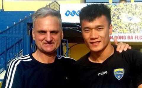 """HLV Thanh Hóa vừa mất ghế nhắn nhủ Bùi Tiến Dũng: """"Cậu sẽ trở thành thủ môn giỏi nhất"""""""