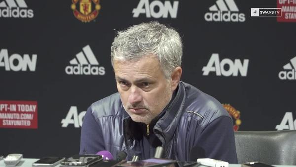 Quá vui sướng vì chiến thắng, Mourinho làm điều bất ngờ chưa từng có
