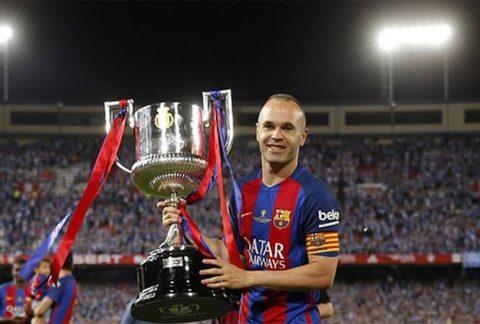 Lóa mắt với huy chương cao quý mà Hoàng gia Tây Ban Nha vinh danh cho Iniesta