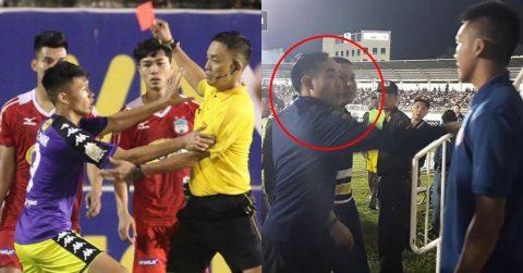 """Bị trọng tài đuổi khỏi sân, HLV Chu Đình Nghiêm của Hà Nội """"nổi khùng"""" với CĐV HAGL: """"Chúng mày định đánh tao à"""""""