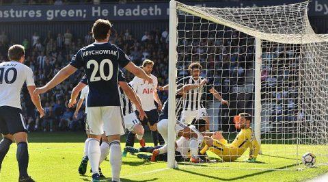 Thua sốc phút bù giờ, Tottenham khiến cuộc đua top 4 nóng hơn bao giờ hết