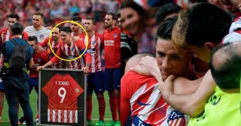 """CHÙM ẢNH: Cả SVĐ cùng chung tay làm điều này tri ân """"huyền thoại"""" Torres, nghe xong bài phát biểu của Anh mà không cầm nổi nước mắt"""