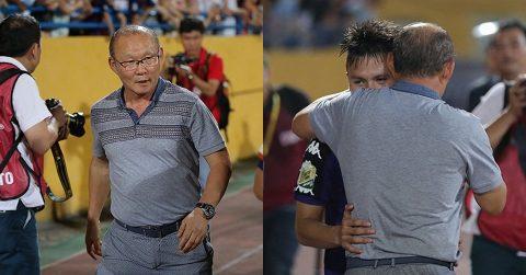 Phấn khích với màn trình diễn của các học trò cưng U23, thầy Park chạy xuống sân làm điều này khiến tất cả vỡ òa