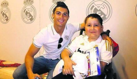 10 câu chuyện cảm động rơi nước mắt cho thấy Ronaldo là cầu thủ vĩ đại nhất… bên ngoài sân bóng