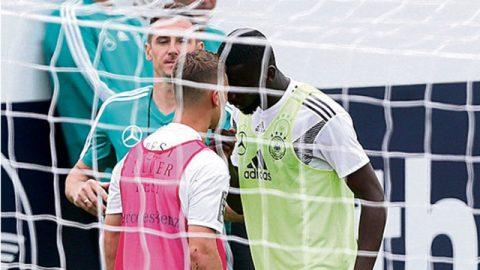 Cận kề đến World Cup 2018: Sao tuyển Đức đòi tẩn nhau trên sân tập