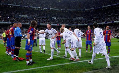 """""""Sẽ là nỗi ô nhục nếu Real không xếp hàng chào Barca"""""""