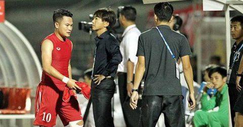 Định làm thịt trọng tài, Ronaldo xứ Nghệ bị đuổi thẳng cổ trong ngày Hữu Thắng lên thay Công Vinh