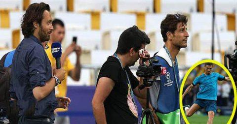 """Tập luyện quá sung và sút """"vỡ mặt"""" phóng viên, Ronaldo đã có hành động chuộc lỗi khiến tất cả khâm phục"""