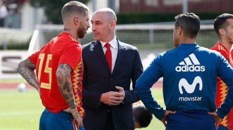 """BIẾN CĂNG: Mới triệt hạ Salah không lâu, Ramos còn """"tẩn"""" luôn cả chủ tịch LĐBĐ Tây Ban Nha"""