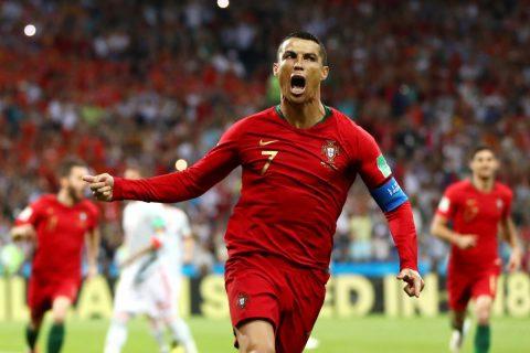 3 lần phá lưới Tây Ban Nha, Ronaldo đi vào ngôi đền của những huyền thoại khiến cả TG ngã mũ thán phục
