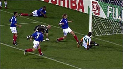 3 trận khai mạc kinh điển nhất lịch sử World Cup: Bất ngờ với những chú gà trống Gô-loa