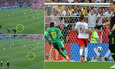 Đồng đội chỉ biết phá hoại, Lewandowski bất lực nhìn Senegal bóp nát Ba Lan ngay trận ra quân